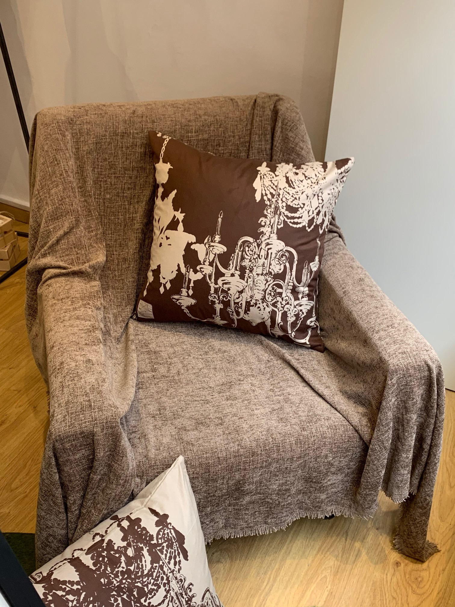 eleganti cuscini tessuti con disegno lampadari