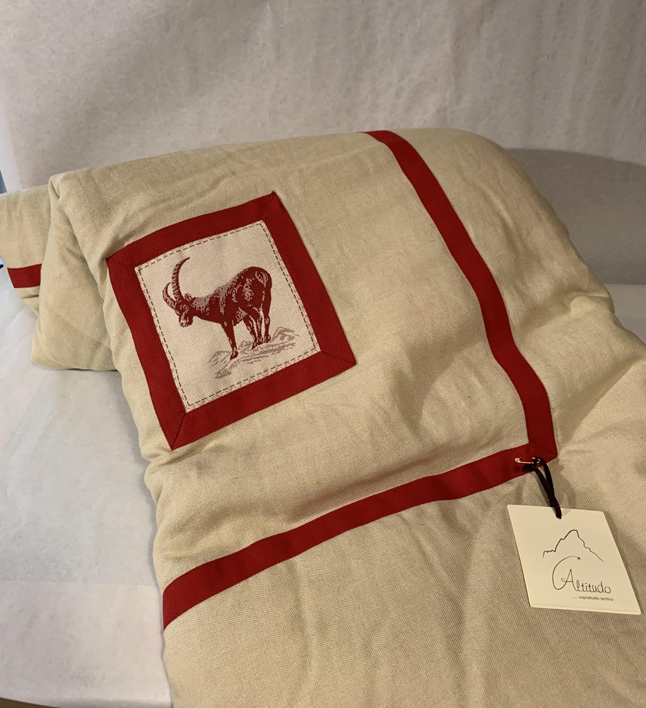 Trapunta doppia in lino naturale con immagine stambecco rosso